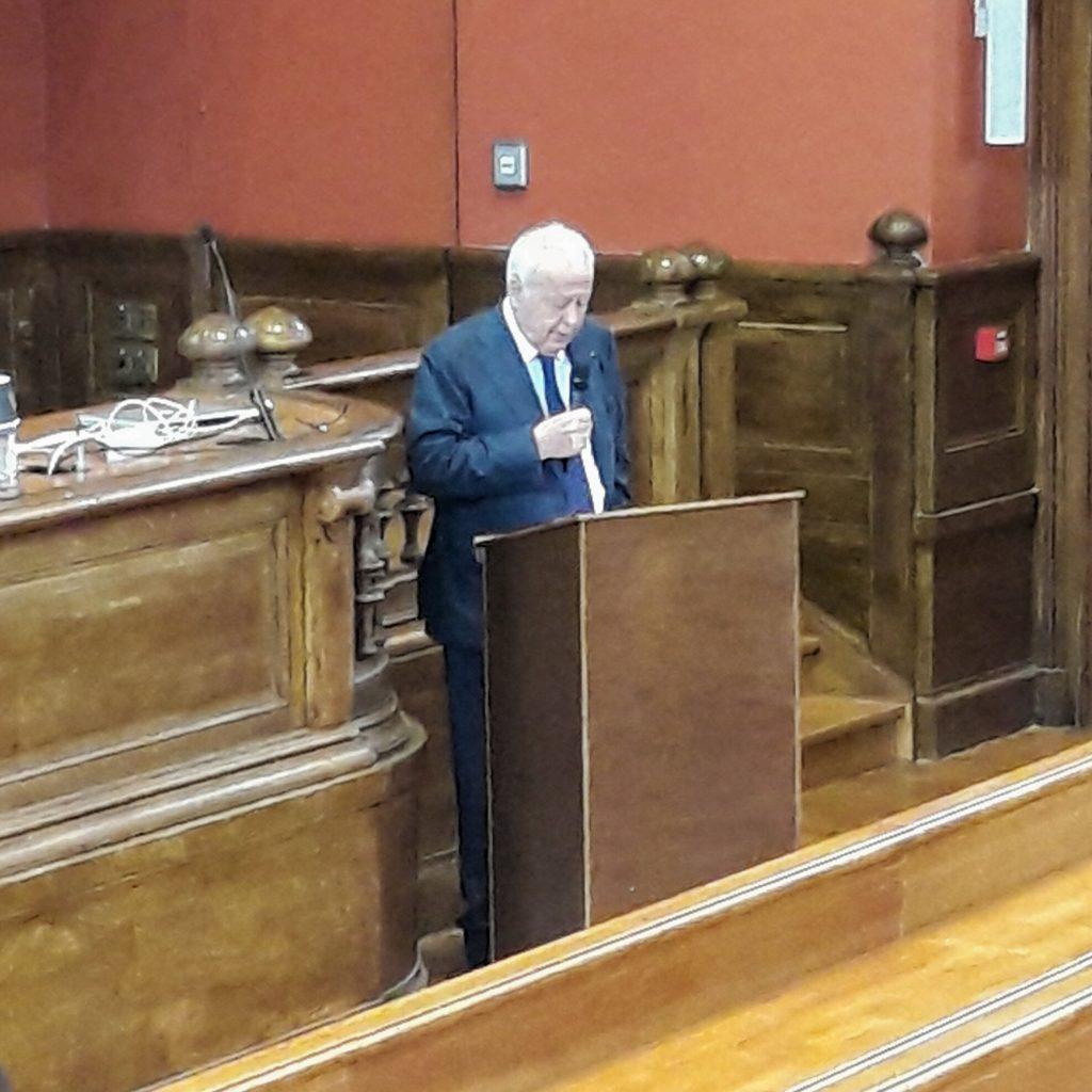 Alain Mérieux pour le discours d'introduction du meeting